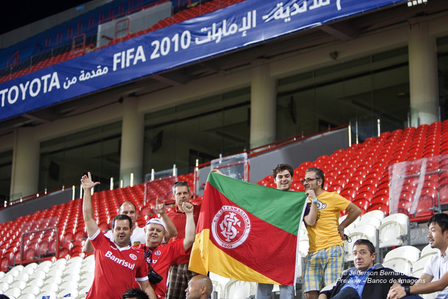 Torcedores no Mohammed Bin Zayed Stadium