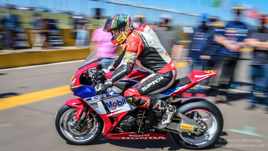 Movimento nos boxes do SuperBike Brasil